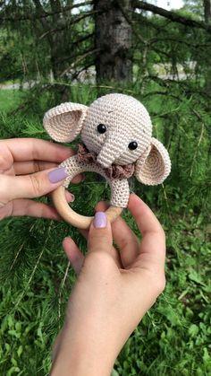 Crochet Baby Toys, Newborn Crochet, Crochet Patterns Amigurumi, Crochet Gifts, Cute Crochet, Crochet Animals, Crochet Dolls, Crochet Stitches, Baby Rattle
