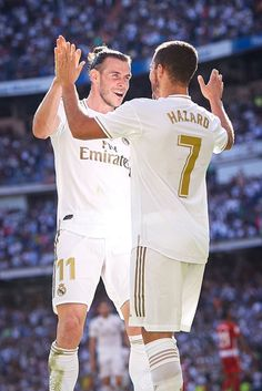 Zinedine Zidane Real Madrid, Isco Real Madrid, Ronaldo Real Madrid, Real Madrid Football, Football Stuff, Soccer Guys, Good Soccer Players, Football Players, Eden Hazard