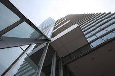 Corporativo SKALIA por Arditti+RDT Arquitectos. Corporativo Skalia es un edificio de vanguardia, con formas fuertes y audaces, que fue diseñado y realizado por Arditti+RDT Arquitectos en Guadalajara, Jalisco. El propósito de este proyecto fue crear unos los más avanzados espacios corporativos integrando en el diseño: máxima eficiencia, funcionalidad, seguridad, conciencia ecológica y tecnología de punta. http://www.podiomx.com/2012/03/corporativo-skalia-por-ardittirdt.html