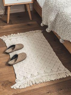 Macrame carpet - Mawgie Macrame Rug / Boho Placemat / Cotton Rug / Night Rug / Rectangular Foot Rug / Bedroom Rug / Bohemian Inspired / Eco Decor / Ready to shipMacrame rug / boho Diy Macrame Wall Hanging, Macrame Art, Macrame Projects, Crochet Projects, Diy Deco Rangement, Rug Over Carpet, Rug Texture, Macrame Design, Diy Carpet