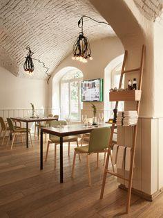 Pisacco bistro by Vudafieri Saverino, Milan restaurant Cafe Interior, Interior And Exterior, Interior Design, Bistro Interior, Cafe Restaurant, Restaurant Design, Bodega Bar, Café Bar, Cafe Design