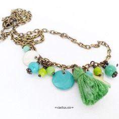 Collier breloques pompon vert ♥ sequin ♥ étoile ♥perles