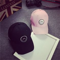 2017 New Elastic Fitted Hats Bone Dad Sunscreen Baseball Cap Men Women  Embroidered Smiling Face Hats Leisure Hat Snapback 0e68c4e687fe