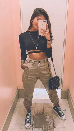 Look apro ou repro? Tumblr Outfits, Edgy Outfits, Cute Outfits, Fashion Outfits, Fashion Clothes, Fashion Mode, Teen Fashion, Womens Fashion, Moderne Outfits
