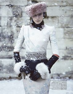 Armani. this is brilliant in so many places. the shapes, the details in the fabric, the gloves, the belt, the gorgeous peeps of frosty pale pink - all without being overwhelming or overdone