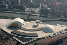 Centro cultural internacional Oscar Niemeyer. Arq. Óscar Niemeyer. Avilés, Asturias, España, 2008-2011.