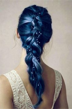 Dye your hair simple & easy to mermaid blue hair color - temporarily use mermaid blue hair dye to achieve brilliant results! DIY your hair mermaid blue with hair chalk Hair Color Dark, Dark Hair, Crazy Hair Colour, Oil Slick Hair Color, Galaxy Hair Color, Blonde Hair, Fantasy Hair Color, Eye Color, Dye My Hair