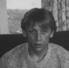 Daniel Craig so young?? He was still a cutie :)