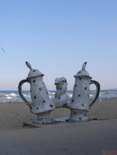 Teapots lover,Golden sands