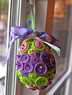 Easter Button Eggs are one of our most popular kids' Easter crafts of all time! These are just too cute.