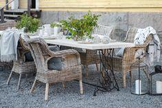 Parolan Asema: Puutarhapöytä ompelukoneesta Outdoor Furniture Sets, Outdoor Decor, Diy, Home Decor, Ideas, Decoration Home, Bricolage, Room Decor, Do It Yourself