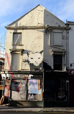 Banksy Art Exterior shot of the former White Horse pub in Liverpool - better know for having a giant Banksy rat painted on the side Liverpool History, Liverpool Home, Cycling Art, Cycling Quotes, Cycling Jerseys, Banksy Rat, Hanover Street, Make Way, Bicycle Design