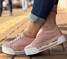 Tenis Casual, Casual Shoes, Fashion Boots, Sneakers Fashion, Shoes Sneakers, Cute Shoes, Me Too Shoes, Harley Boots, White Nike Shoes