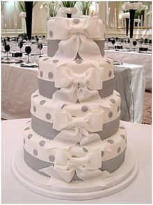 Poco dotted wedding cake hmmm...interesting wedding-cakes