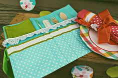 DIY Picnic caddy - How stinking cute is this? One day I will learn to sew and see well. Or at least well enough to make a few nice things now and then.