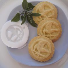 MOCKINGJAY COOKIE STAMP recipe and instructions - make your own hunger games cookies