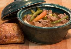 Irish Beef and Barley Stew - Barley is a good source of both fill-you-up fast complex carbs (fibre, selenium) and minerals (phosphorus, copper and manganese). Slow Cooker Roast, Crock Pot Slow Cooker, Slow Cooker Recipes, Crockpot Recipes, Baked Beef Stew Recipe, Recipe Stew, Epicure Recipes, Irish Beef, Vegetable Stew