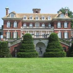Gatsby Tours on Long Island: visit mansions of the Gold Coast of Long Island that inspired F. Scott Fitzgerald http://www.discoverlongisland.com/famous/gatsbys/