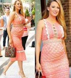 Outra que andou esbanjando elegância por aí, foi a Blake Lively!⭐ Ela arrasou num lindo vestidinho, goiaba, que se adequou perfeitamente a sua silhueta de gravidinha. E ainda acrescentou um toque fashion, da bolsa funny. Adorei! #creative #pregnant #style #blakelively