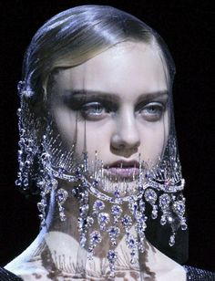 this veil is breathtaking.  Armani Privé Haute Couture Autumn/Winter 2012  Amazing!!!!