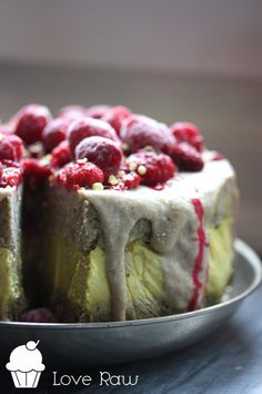 A raw, vegan Lemon & Ginger Cake to fight colds.
