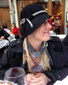 That time we were in Florence having wine for lunch (and the look of pure bliss on my face). #winewednesday #florence #florenceitaly #firenze #italy #flashback #travel #wine #chianti #sangiovese #piazzasignoria #vecchio #wanderlust #traveloften #happyface #redwine #italianwine #italianfood #tuscany