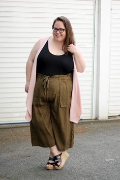 (Suomeksi alla) Sometimes colours draw me into something that I have never worn before, and even though I have worn culottes, this pair from Lane Bryant certainly is something new to me. However it was their deep khaki colour that made me want to try them, as I love earthy colours like that. The legs …
