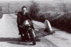 PHOTOS de COURSES 1950 / 1960 – Le Blog de François Fernandez Manx, Bugatti, Courses, Darth Vader, Biker, Blog, Motorcycle, Vintage, Motorbikes