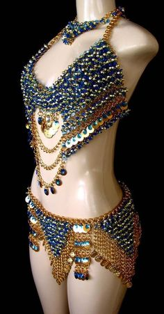 golden chains w/ sapphire beads bellydance costume- side view Belly Dance Outfit, Tribal Belly Dance, Belly Dance Costumes, Tribal Fusion, Creation Couture, Fantasy Costumes, Carnival Costumes, Belly Dancers, Rave Outfits