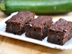 Cuketové brownies Zucchini Brownies, Chocolate Zucchini Bread, Avocado Brownies, Zucchini Cake, Chocolate Muffins, Healthy Brownies, Low Carb Zuchini, Healthy Treats, Healthy Desserts