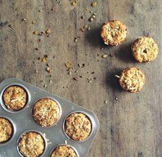 Muffin de Parmesão saindo do forno!!! Consigo sentir o cheiro daqui. O Crispy de Pesto dá aquela crocância. Nham Nham!