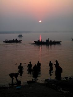 Ganges-Sunrise. Varanasi, India | Religious Tour India  |  india travel guide | sightseeing in india | natural attraction in india