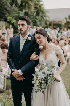 Wedding Picture Poses, Wedding Couple Poses, Wedding Photography Poses, Wedding Couples, Couple Photography, Wedding Ideas, Wedding Suits, Wedding Attire, Wedding Dresses