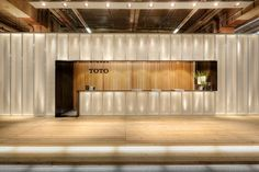 Strategy, campaign and exhibition design for to launch Japan's leading sanitary ware brand in Europe. Lobby Reception, Reception Counter, Reception Design, Lobby Design, Design Hotel, Showroom Design, Office Entrance, Office Lobby, Halle