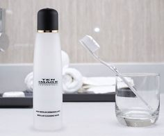 Y después de un estupendo maquillaje, ¡no olvides desmaquillarte!  Recuerda que es importantísimo limpiar el rostro a diario para presumir de piel limpia y luminosa.  Agua micelar desmaquillante: http://ow.ly/KoeEG  #TENIMAGE #cosmética #rostro #desmaquillante