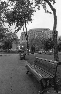 Dominion Square; Montréal, Québec Photo by Richard Guimond ©1982 19820926 013 (3)f Nikon F2a 24 mm F2.8 Tri-X D-76