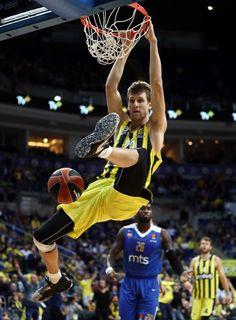 Fenerbahçe Doğuş 82-56 Kızılyıldız | Fenerbahçe Spor Kulübü Resmi Sitesi Sports Clubs, Fifa World Cup, Basketball Players, Alex De Souza