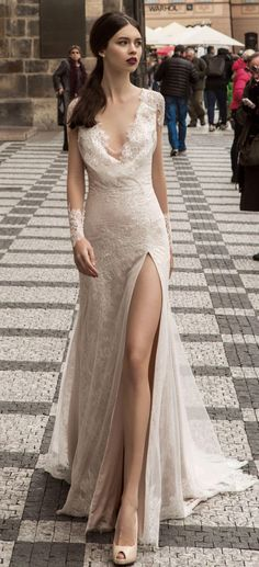 In this article we collected unique wedding gowns. We submit fashion forward wedding dresses a variety of fabrics, diffrent styles. Classy Wedding Dress, Unique Wedding Gowns, A Line Bridal Gowns, Luxury Wedding Dress, Gorgeous Wedding Dress, Wedding Dress Styles, Classy Dress, Bridal Dresses, Slit Wedding Dress