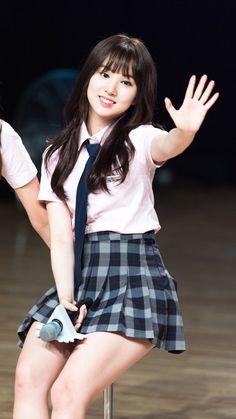 Kpop Girl Groups, Korean Girl Groups, Kpop Girls, Beautiful Freckles, Get Skinny Legs, Korean Actresses, Cute Skirts, Sexy Asian Girls, Sweet Girls