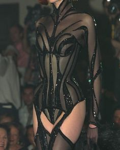 The new exhibition chronicling Thierry Mugler's wildest, most radical looks Dark Fashion, 90s Fashion, Couture Fashion, Runway Fashion, High Fashion, Fashion Beauty, Fashion Show, Fashion Outfits, Womens Fashion