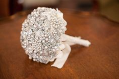 LOVE this jeweled bouquet! Designed by Noaki Jewelry ~ noakijewelry.blog..., Photography by agneslopez.com