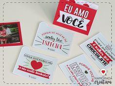 """No post de hoje trago um cartão com camadas, várias frases e fotos para presentear no Valentine's Day que tá chegando aí, dia 14 de Fevereiro!♥ Assim que é aberto vem a frase """"Eu amo você"""", e dentro algumas fichas com os motivos de tanto amor; assim como algumas fichas com fotos do casal. Veja como é:     MOLDES >>> Baixe seu molde: AQUI<<<  PAPEL: Imprima seu molde em qualquer papel de alta gramatura que seja compatível com a sua impressora. Eu usei o fotogr..."""