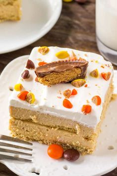 This peanut butter icebox cake is the perfect summer treat - no bake, super easy to make, cold, creamy & filled with peanut butter.