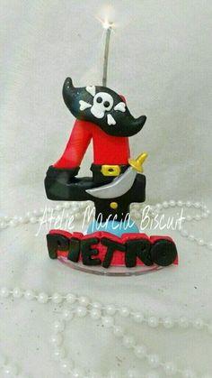 Vela em biscuit tema Pirata/piratinha. https://www.elo7.com.br/vela-tema-pirata-em-biscuit/dp/8782C0