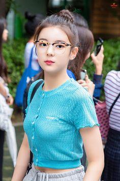 ꪶiꪋ from itzy Kpop Girl Groups, Korean Girl Groups, Kpop Girls, Pretty Asian, Beautiful Asian Girls, I Love Girls, Cool Girl, New Girl, South Korean Girls