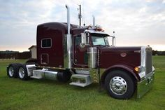 """2005 Peterbilt 379EXTH -2005 owner opp truck no smoking owner driven. 952 m miles 475 cat 18 speed. new B F on steer, 80% bridge stones on, put new brakes and drums. 297"""" wheelbase, very clean, well maintained truck. - See more at: http://www.heavyequipmentregistry.com/heavy-equipment/11341.htm"""