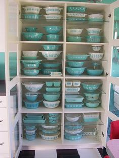 Pyrex collection of my dreams! Vintage Aqua Pyrex Collection on display by julie. Vintage Dishes, Vintage Pyrex, Vintage Glassware, Vintage Tins, Antique Dishes, Vintage Bowls, Vintage Kitchenware, Vintage Houses, Vintage Vignettes