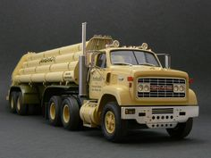 GMC 9500 1970 1/25 Scale Model