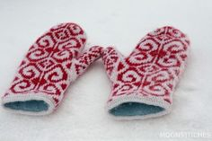 Beautiful Fiddlehead mittens, knit by Moonstitches.