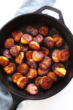 and skip the cinnamon) 5 Ingredient, 15 minute coconut sugar caramelized plantains! Refined sugar free, vegan, gluten free and so delicious. Baker Recipes, Cooking Recipes, Bananas, Pollo Tropical, Banane Plantain, Plantain Recipes, Vegetarian Recipes, Healthy Recipes, Keto Recipes